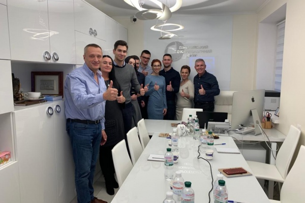On January 10, 2020, Prof. Fred Bergmann Germany conducted a training with a team of the European Dental Center in Kiev.
